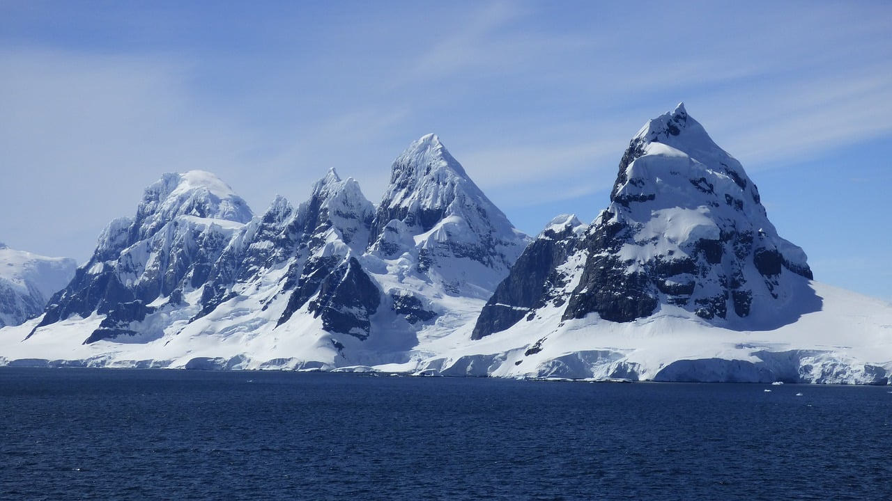 Mysterious Icequakes During Antarctic Nights