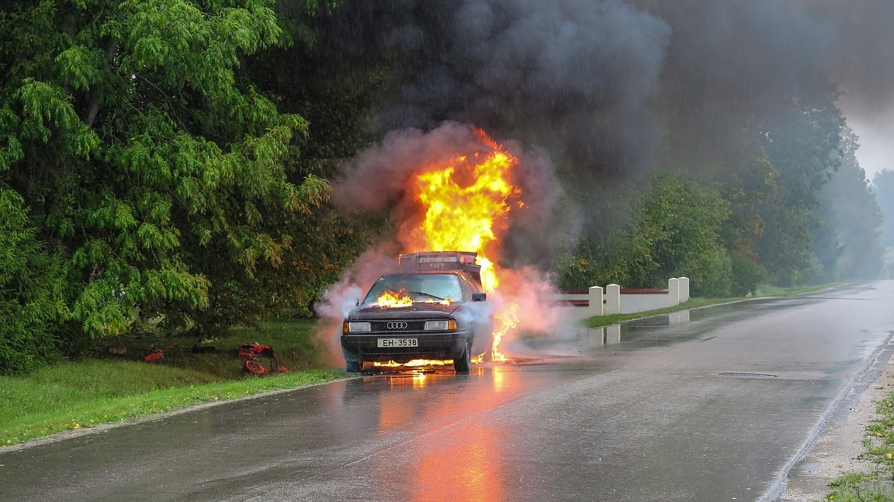 Samsung phone caught fire Destroyed Car