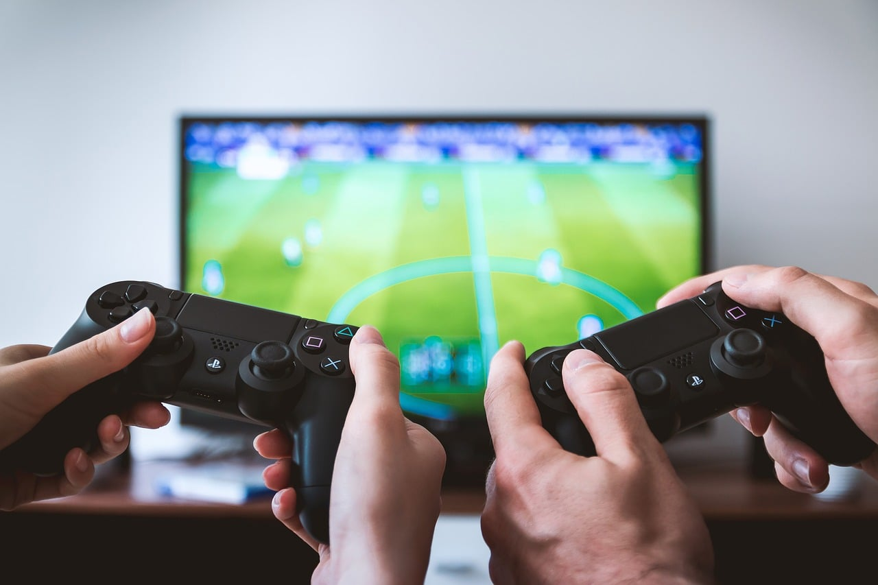 how to connect PS4 and Xbox One Controller to iPhone