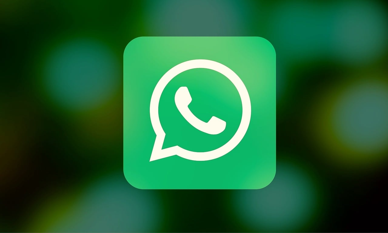 WhatsApp vs iMessage: Which Messaging Service Is Better?